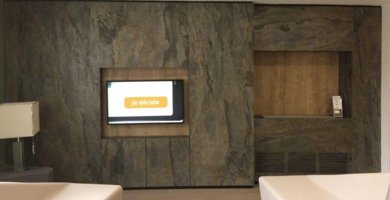 feuille-pierre-naturelle-mica-goa-mur-salon-accueil-banque-stoneleaf-1067x800